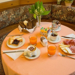 05-garni-ai-serrai-marmolada-colazione
